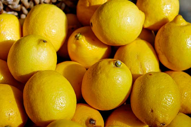 Soñar con recoger muchos limones