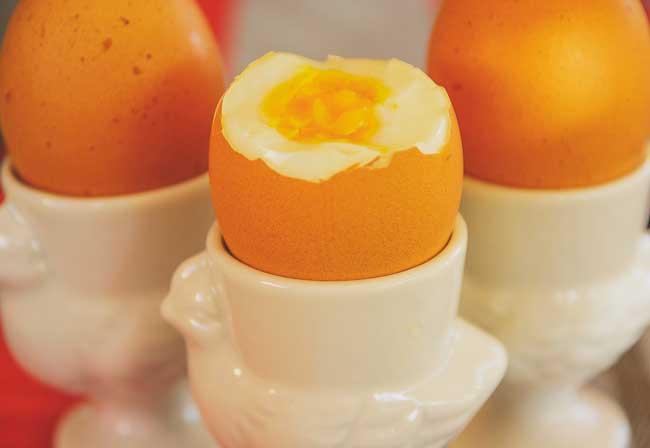 Soñar comiendo huevos cocidos