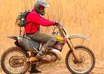 Soñar manejando moto