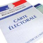 Une carte d'électeur et une carte d'identité