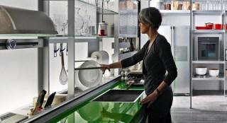 Piano lavoro cucina in vetro temperato. - Questioni di Arredamento