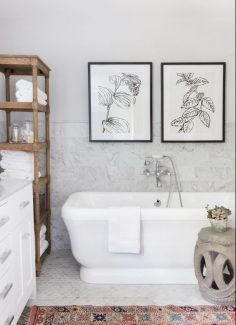 Un modo originale per arredare con eleganza il vostro bagno è quello di  appendervi dei quadri, delle fotografie o delle stampe d\u0027autore.