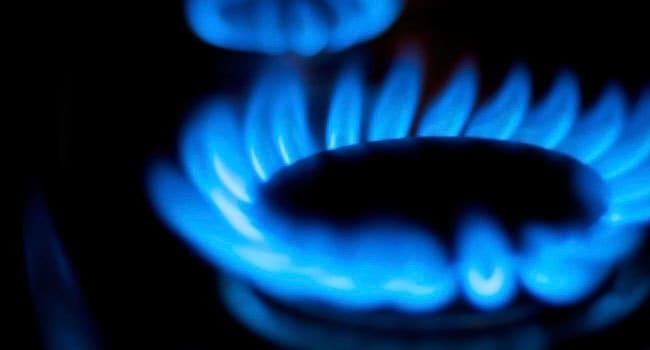 Piano cottura a gas - tradizionale contro fiamma diretta.