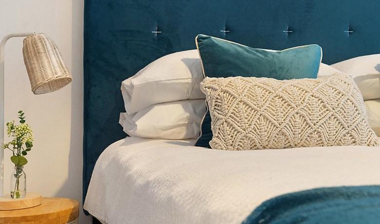 Scegliere il letto giusto per una stanza intima ed elegante.