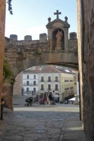 Interior del Arco de la Estrella de la Muralla de Cáceres