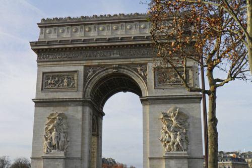 Arco del Triunfo, uno de los monumentos más famosos y visitados de París
