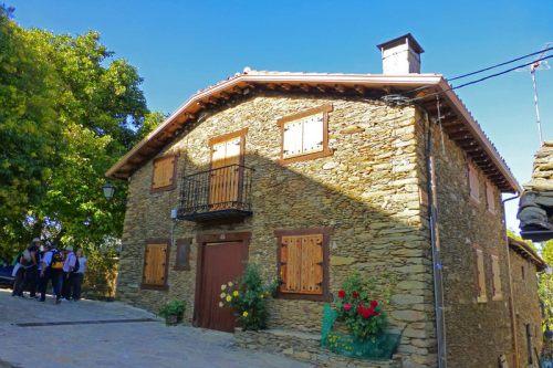 Casa tradicional de La Hiruela construida con piedra pizarra