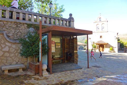 Parada de autobús en La Hiruela