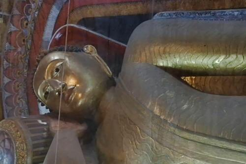 Buda reclinado del Templo de Kelaniya