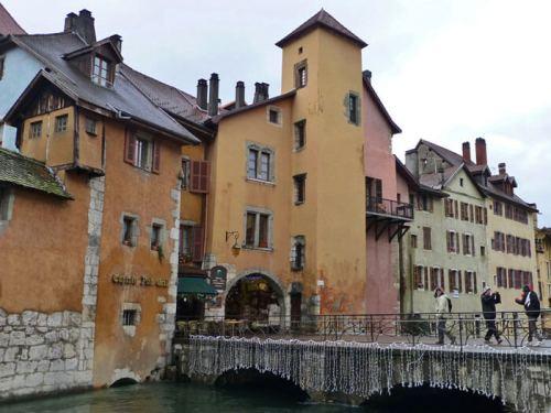 Puente Morens, ofrece una de las mejores vistas de los canales de Annecy