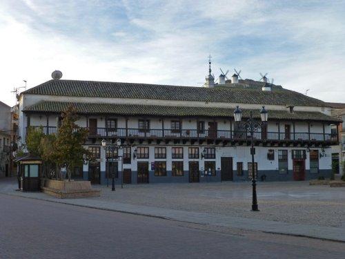 Edificio de los Corredores en Consuegra, sitios de interés de Consuegra