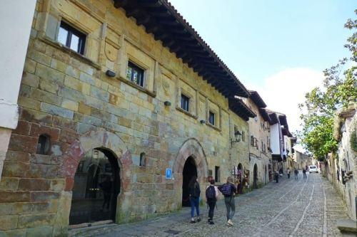 Casa de Leonor de la Vega en Santillana del Mar