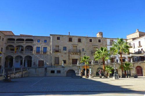 Casas Consistoriales y Casa del Peso Real en la Plaza Mayor de Trujillo