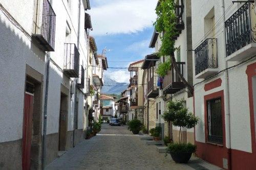 Candeleda a los pies de la Sierra de Gredos