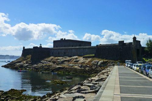 Castillo de San Antón en la entrada de la bahía de La Coruña