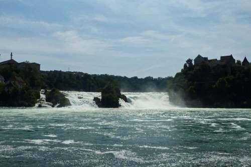 Vista panorámica de las Cataratas del Rin desde el Castillo Wörth