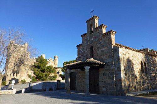 Castillo de Guadamur junto a la Ermita de la Natividad, castillos de toledo