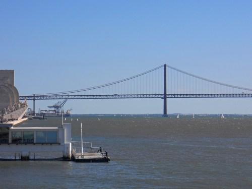 Parada de ferries junto al Monumento a los Descubrimientos, cómo moverse por Lisboa