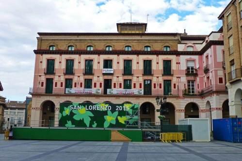 Plaza de López Allué engalanada para la celebración de las Fiestas de San Lorenzo