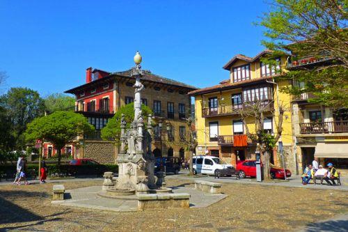 Fuente de los Tres Caños en la Plaza de Joaquín de Piélago