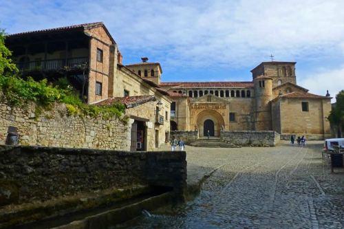 Colegiata de Santa Juliana, el edificio religioso más importante de Santillana de Mar