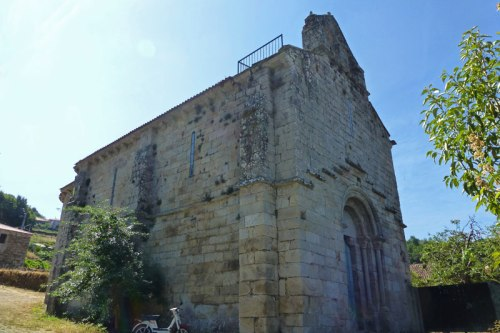 Iglesia de San Martiño da Cova, ubicada junto al meandro de Cabo do Mundo, ruta del románico de la Ribeira Sacra
