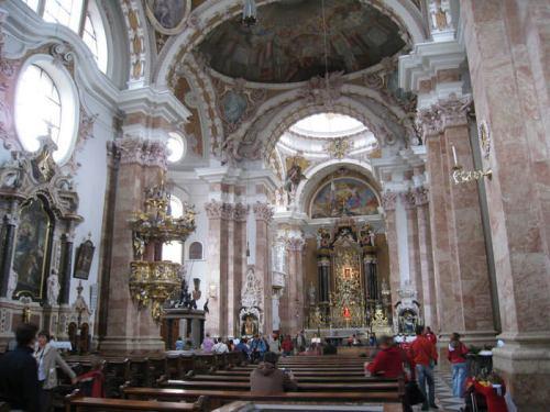 Interior barroco de la Catedral de Innsbruck