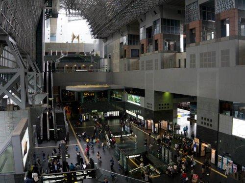 Estación de Kioto, punto de inicio ideal para una ruta por los principales sitios de interés de Kioto