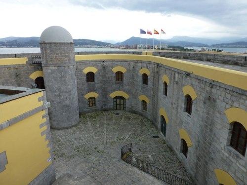 Interior del Fuerte de San Martín en Santoña