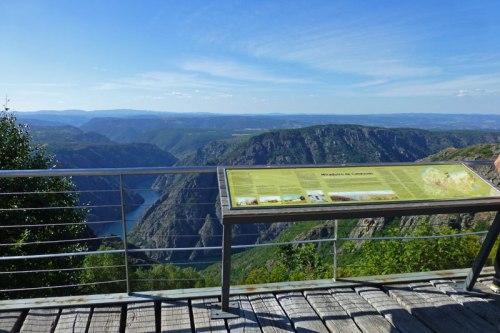 Mirador de Cabezoá con vistas al Cañón de Sil, ruta de los miradores de la Ribeira Sacra