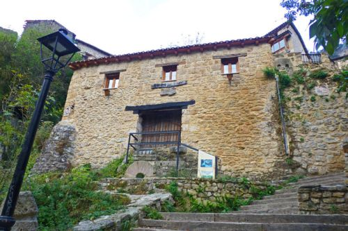 Antiguo molino junto a la cascada de Orbaneja del Castillo