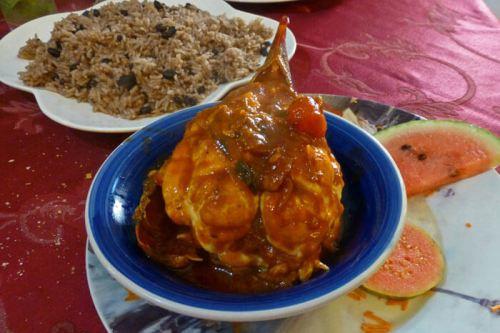 Langosta a la cubana con arroz Moros y Cristianos, menú típico en La Habana, qué comer en La Habana