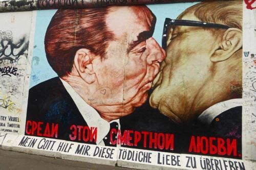 Bruderkiss, uno de las murales más famosos del Muro de Berlín
