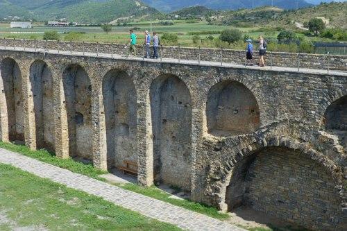 Recinto amurallado rodeando el Castillo de Aínsa