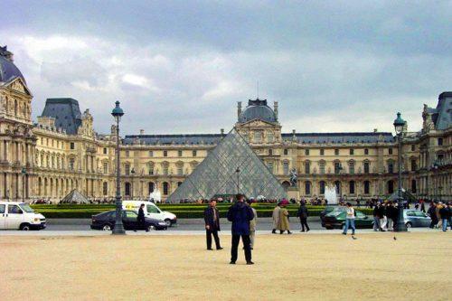 Museo del Louvre visto desde los Jardines de las Tullerías