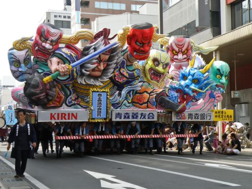 Motivos mitológicos para adornar una de las carrozas del Nebuta Matsuri