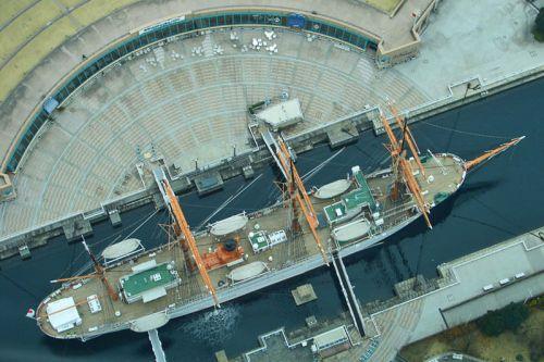 Nippon Maru Memorial Park a los pies de Landmark Tower