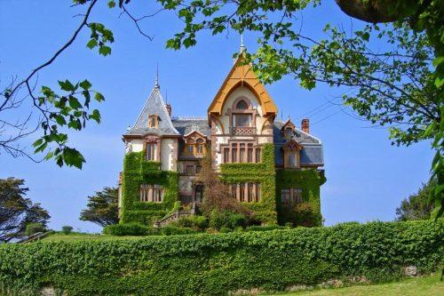 Casa del Duque, uno de los palacetes más llamativos de Comillas