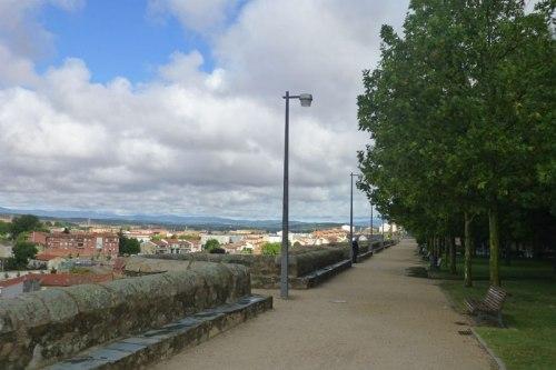 Parque junto a la muralla romana de Astorga