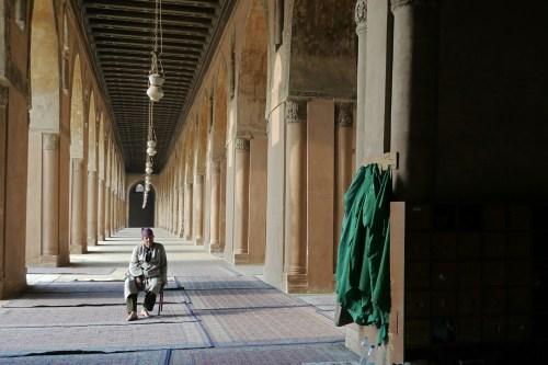 Galerías rodeando el patio central de la Mezquita de Ibn Tulun