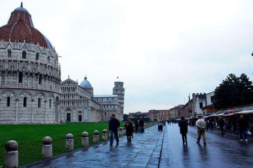 Baptisterio de Pisa en la Plaza de los Milagros