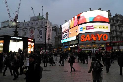 Carteles luminosos en Piccadilly Circus