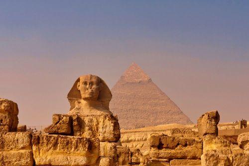 Gran Esfinge frente a las Pirámides de Guiza