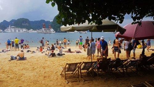 Playa en la Bahía de Halong