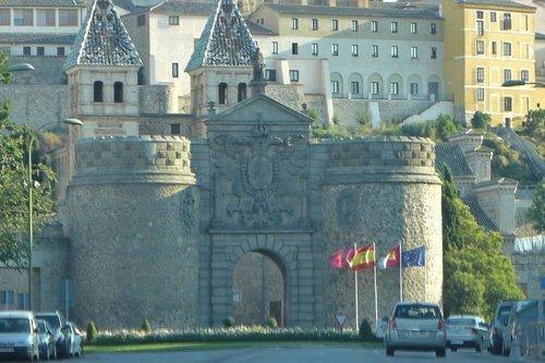 Nueva Puerta de Bisagra, la puerta más famosa de Toledo