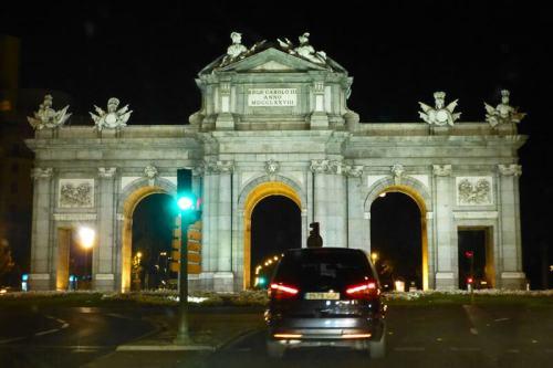 Vista nocturna de la Puerta de Alcalá