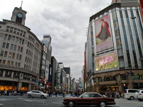 Calle central de Ginza en el barrio Chuo de Tokio
