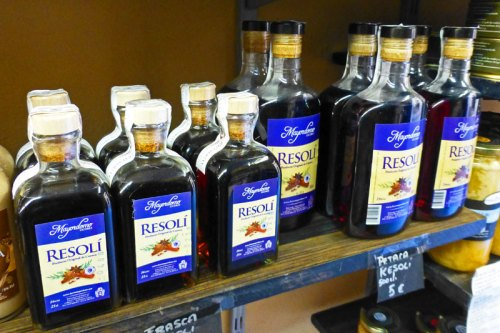 Licor Resolí, bebida típica de Cuenca
