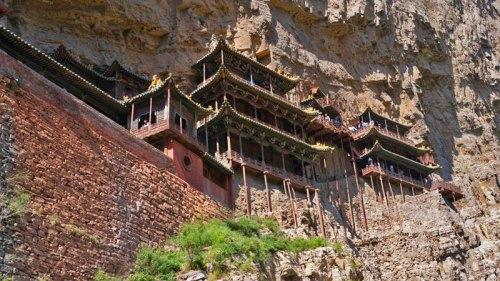 Templo Xuankong colgado en la ladera del Monte Hengshan