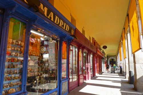 Tiendas en los alrededores de la Plaza Mayor de Madrid